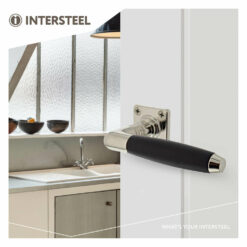 Intersteel deurklink Ton 400 met vierkant rozet nikkel mat/ebbenhout - Sfeerbeeld